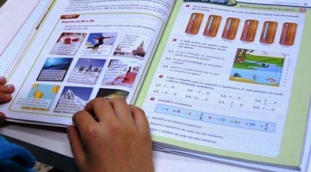 Agrupamento de Escolas  faz chegar material escolar aos alunos em parceria com o Município