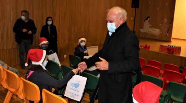 Município distribui presentes de Natal aos alunos do Pré-Escolar e 1.º Ciclo